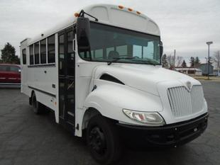 2008 International 15 PASSENGER W/ WHEELCHAIR LIFT