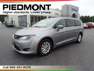 2017 Chrysler Pacifica Touring-L 1 Owner w/MP3 Player/BU Camera
