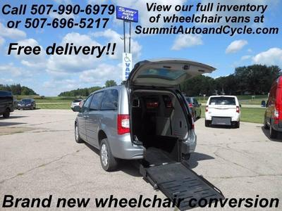 Used 2014 Chrysler Town & Country HANDICAP WHEELCHAIR