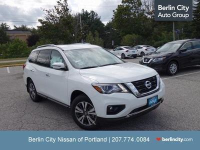 New 2017 Nissan Pathfinder SV