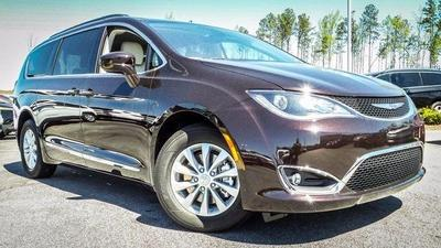 New 2017 Chrysler Pacifica Touring-L