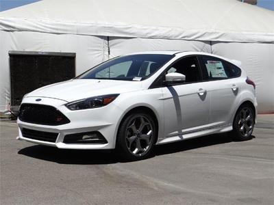New 2017 Ford Focus ST Base