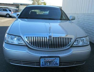 Used 2011 Lincoln Town Car Signature Limited