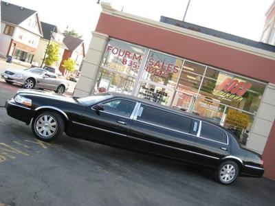 Used 2004 Lincoln Town Car W/LIVERY PKG