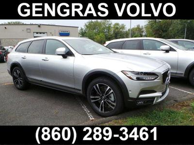 New 2018 Volvo V90 Cross Country MOMENT