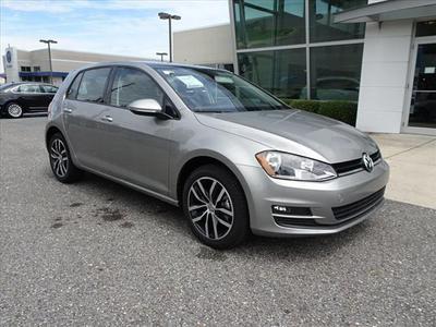 New 2017 Volkswagen Golf TSI SE 4-Door