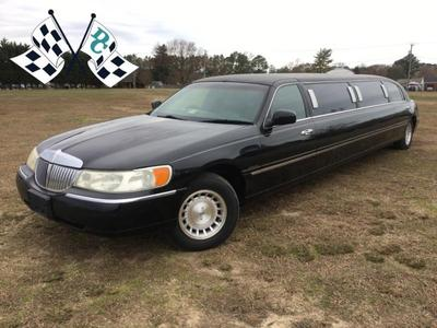 Used 2000 Lincoln Town Car Executive