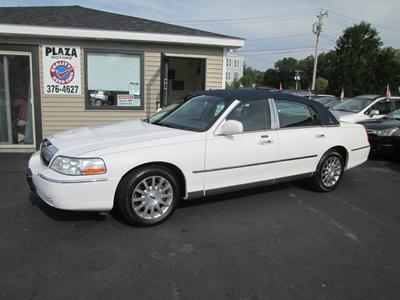 Used 2007 Lincoln Town Car Signature