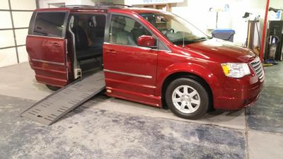 Used 2009 Chrysler Town & Country