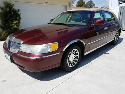 Used 2001 Lincoln Town Car Signature