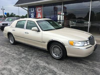 Used 2002 Lincoln Town Car Cartier