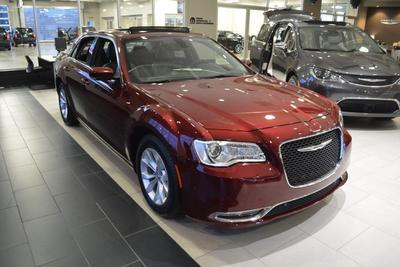 New 2016 Chrysler 300 Limited