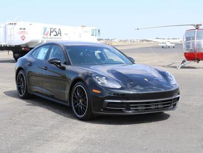 New 2018 Porsche Panamera Base