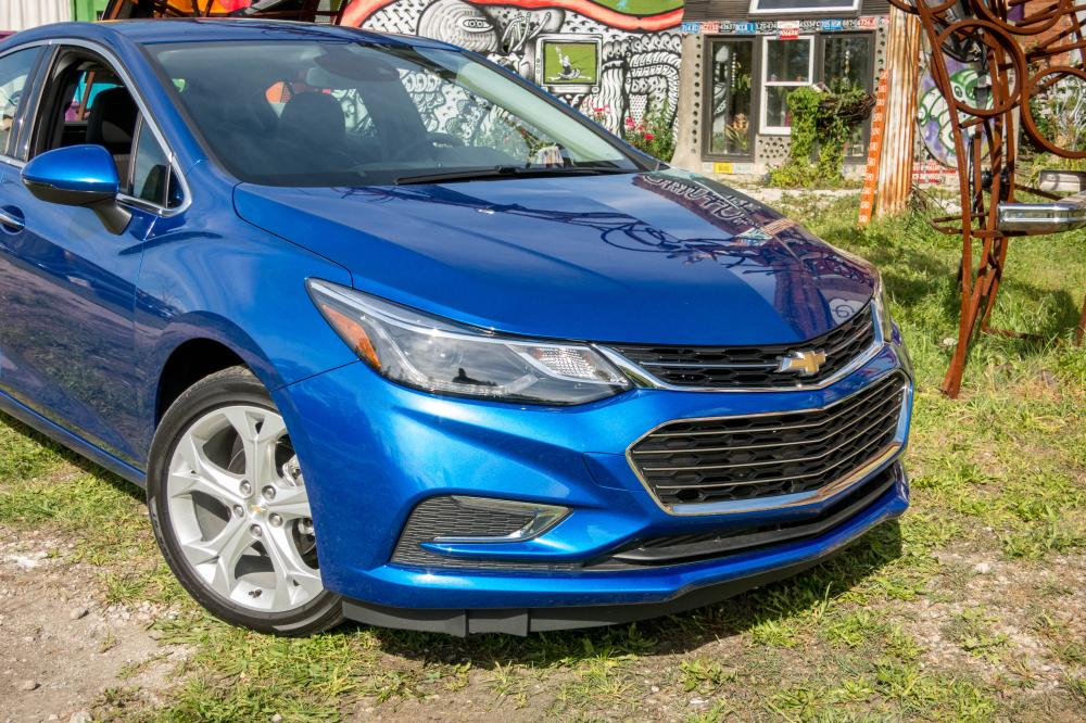2017 chevrolet cruze hatchback review first drive news. Black Bedroom Furniture Sets. Home Design Ideas