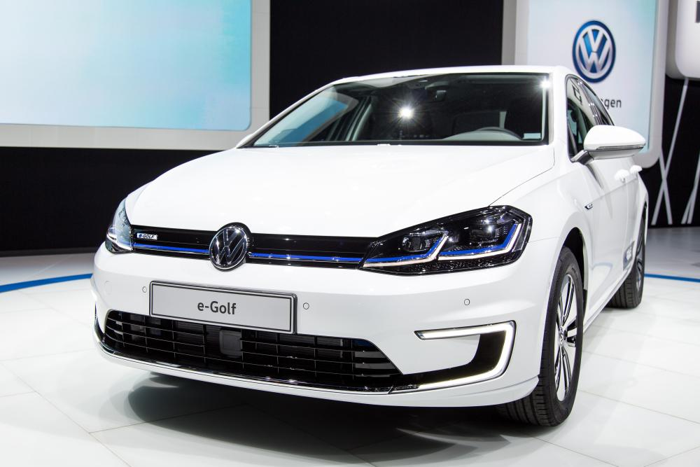 24 brilliant 2017 volkswagen egolf 2016 los angeles motor show. Black Bedroom Furniture Sets. Home Design Ideas