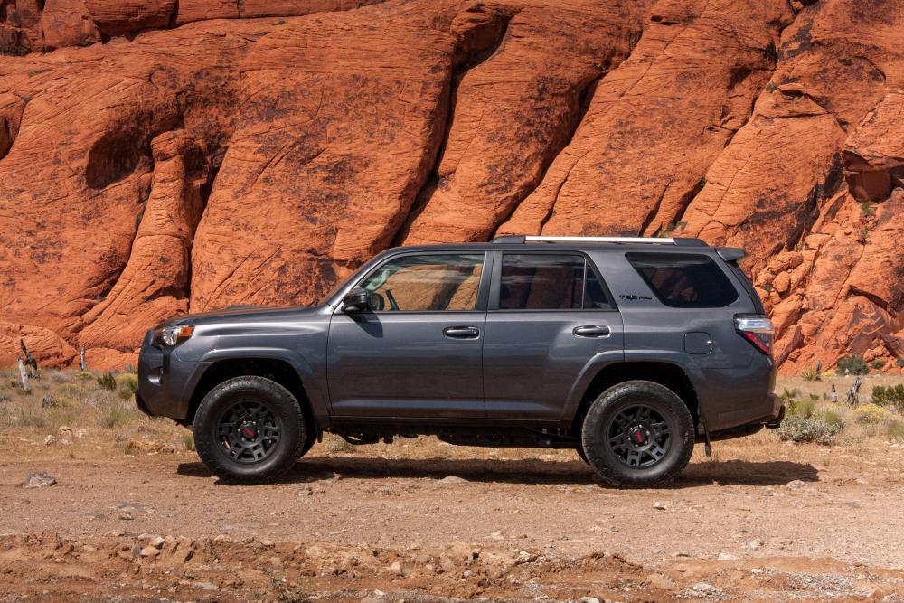 2016 toyota 4runner trd pro photo gallery news. Black Bedroom Furniture Sets. Home Design Ideas