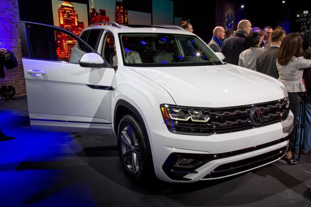 2018 Volkswagen Atlas R-Line Review: Photo Gallery | News | Cars.com