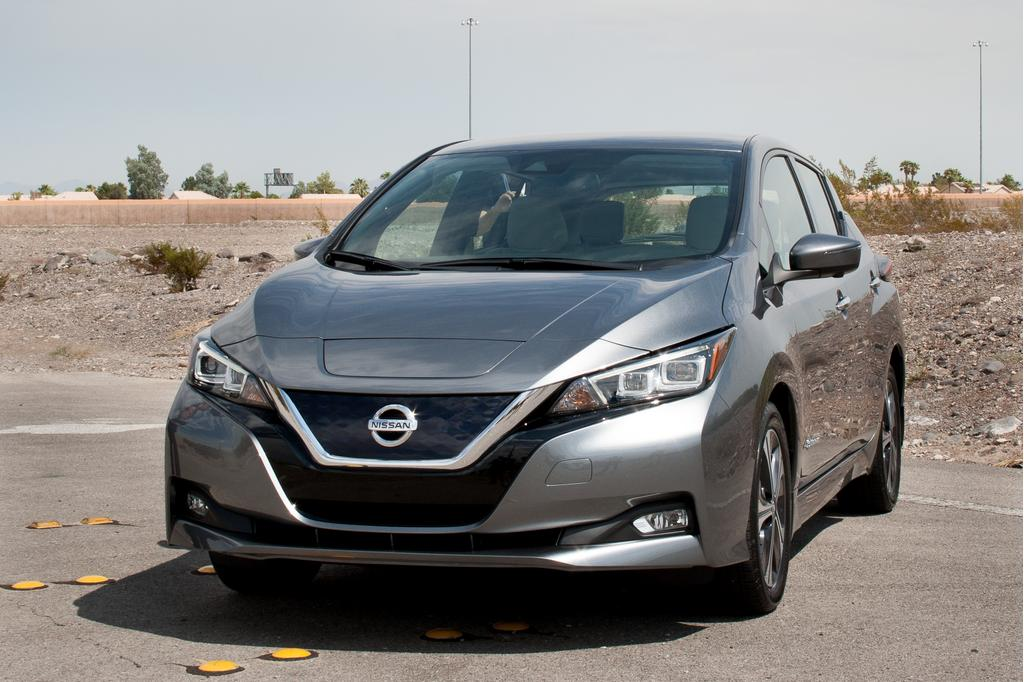 Nissan unveils 2018 Leaf with greater range for lower price