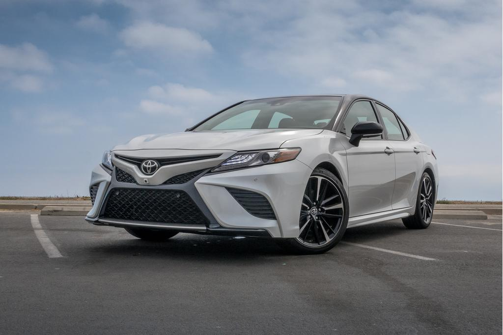 toyota-camry-xse-v6-2018angle, exterior, front, white-01.jpg