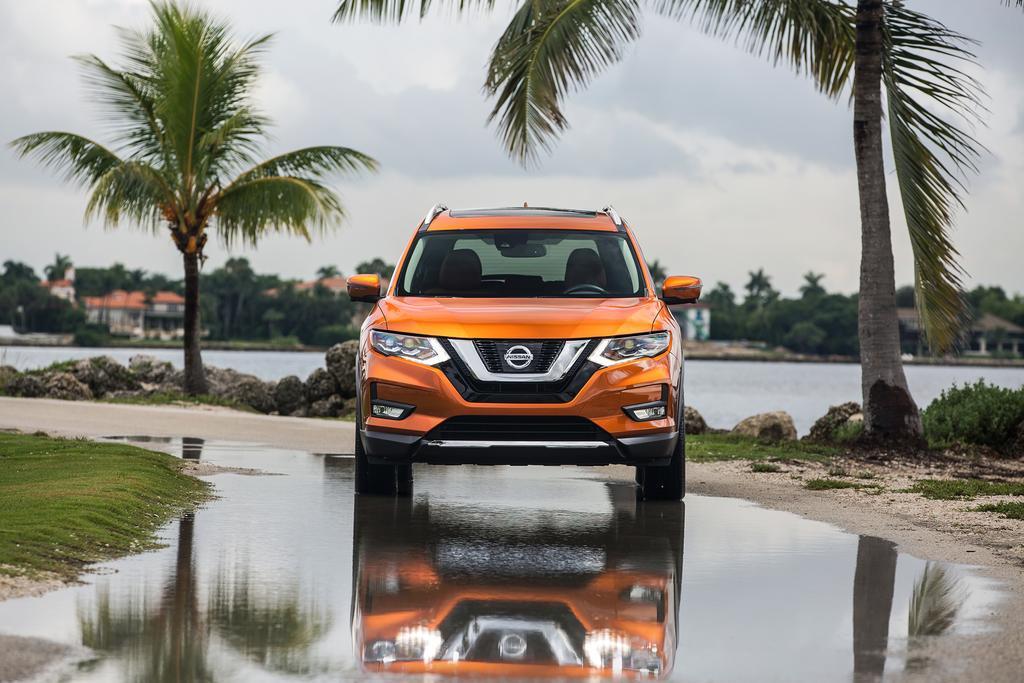2017_Nissan_Rogue_SL_08.jpg