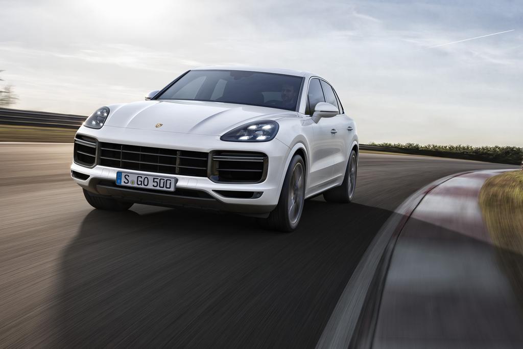 19_Porsche_CayenneTurbo_MFR_01.jpg