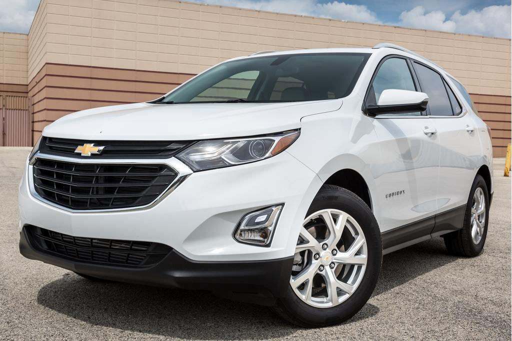 chevrolet-equinox-2018-01-angle, exterior, front, shootout, whit