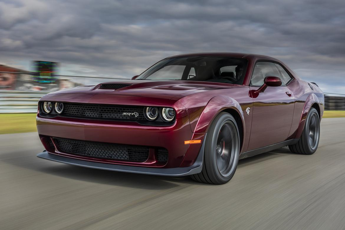 dodge demonizes 2018 challenger srt hellcat widebody news. Black Bedroom Furniture Sets. Home Design Ideas