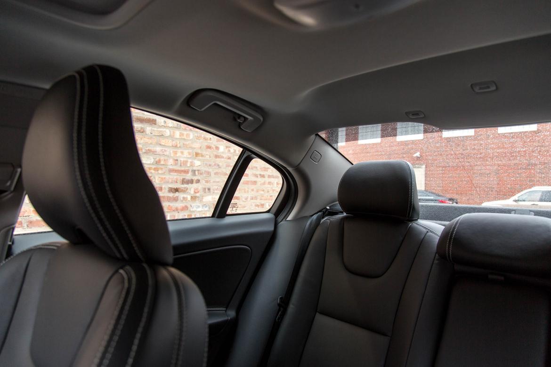 17Volvo_S60_Headrest-Button_AC_02.jpg