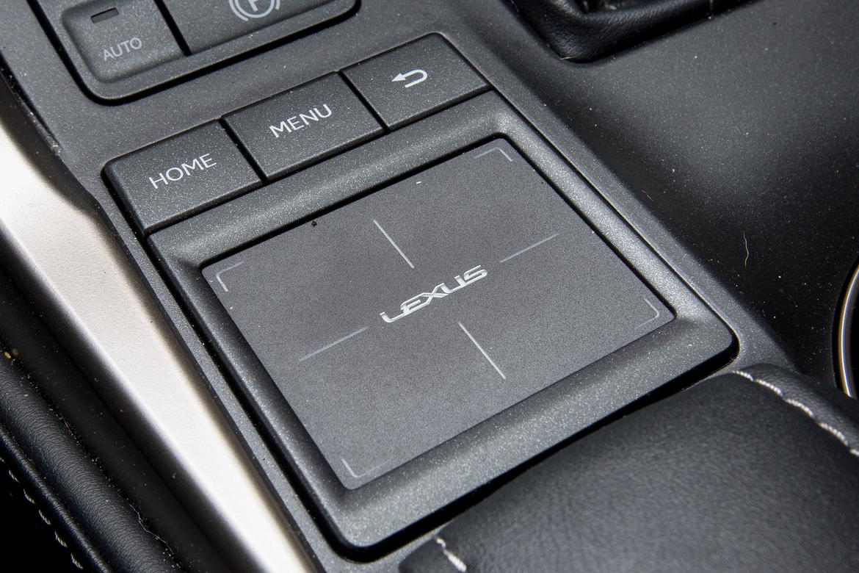 17_Lexus_NX-300h_AC.jpg