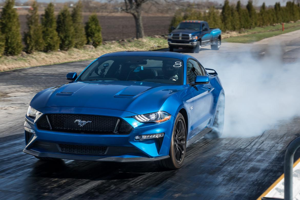01-<a href=https://www.sharperedgeengines.com/used-ford-engines>ford</a>-mustang-gt-2018-angle--blue--drag-strip--exterior--front