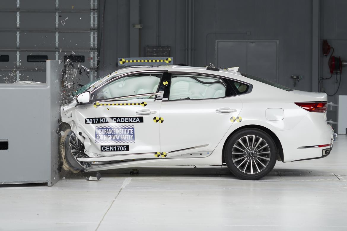 2017 Kia Cadenza Crash Test Jpg