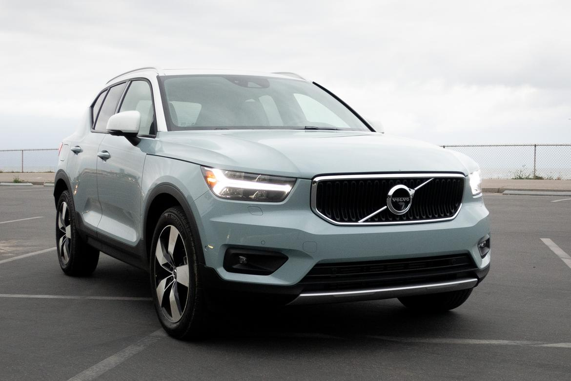 01-<a href=https://www.autopartmax.com/used-volvo-engines>volvo</a>-xc40-2019-bw.jpg