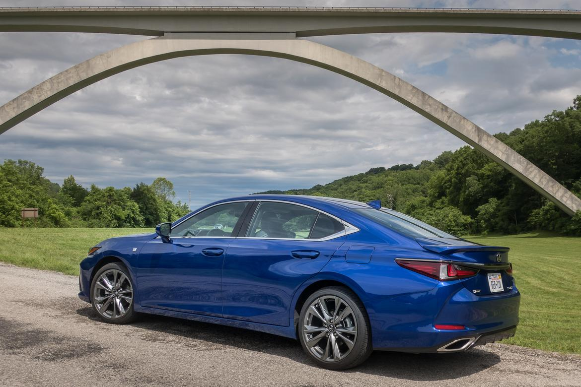 04-<a href=https://www.sharperedgeengines.com/used-lexus-engines>lexus</a>-es-350-f-sport-2019-blue--exterior--rear-angle.jpg