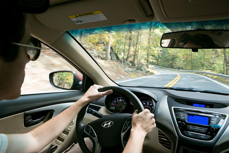 SteeringWheel-Carscom-EvanSears.jpg