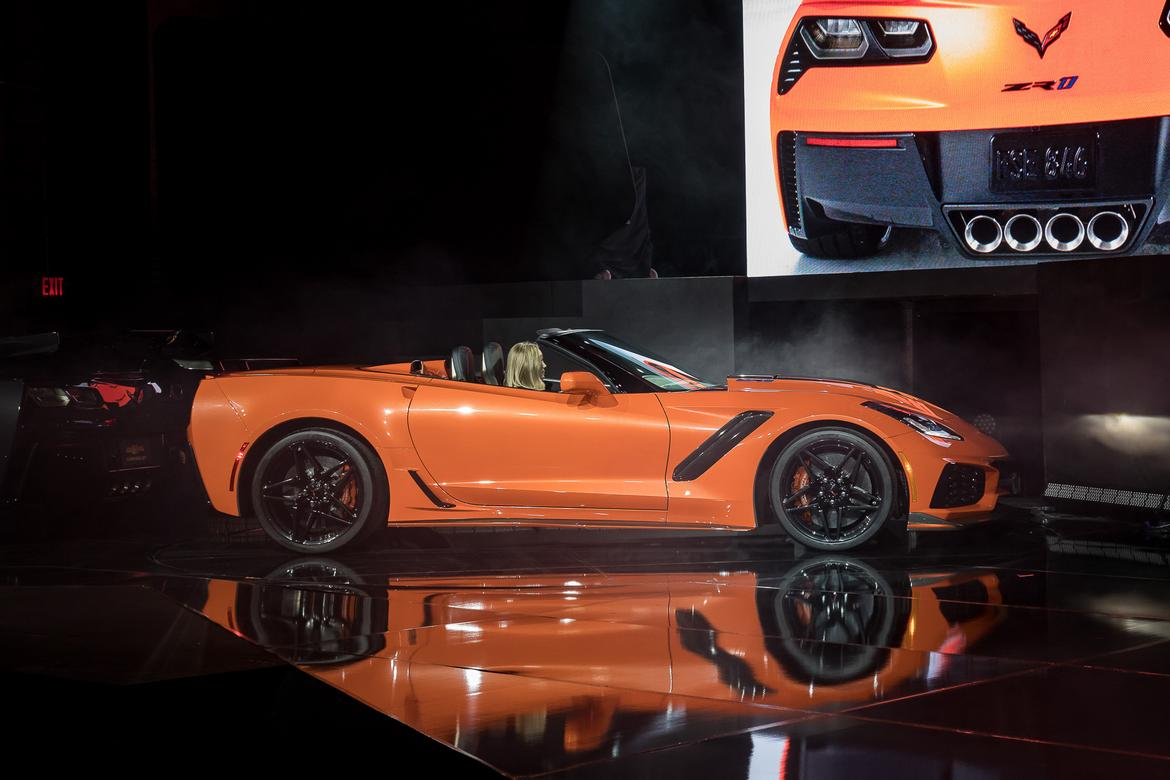 05-chevrolet-corvette-zr1-2019-17LAAS--exterior--orange--profile