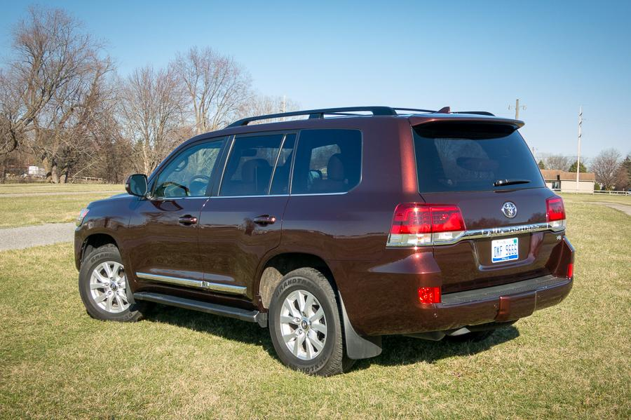 2016 toyota land cruiser our review. Black Bedroom Furniture Sets. Home Design Ideas