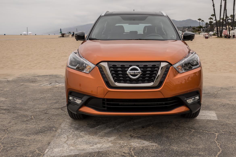 03 Nissan Kicks 2018 Exterior Front Orange