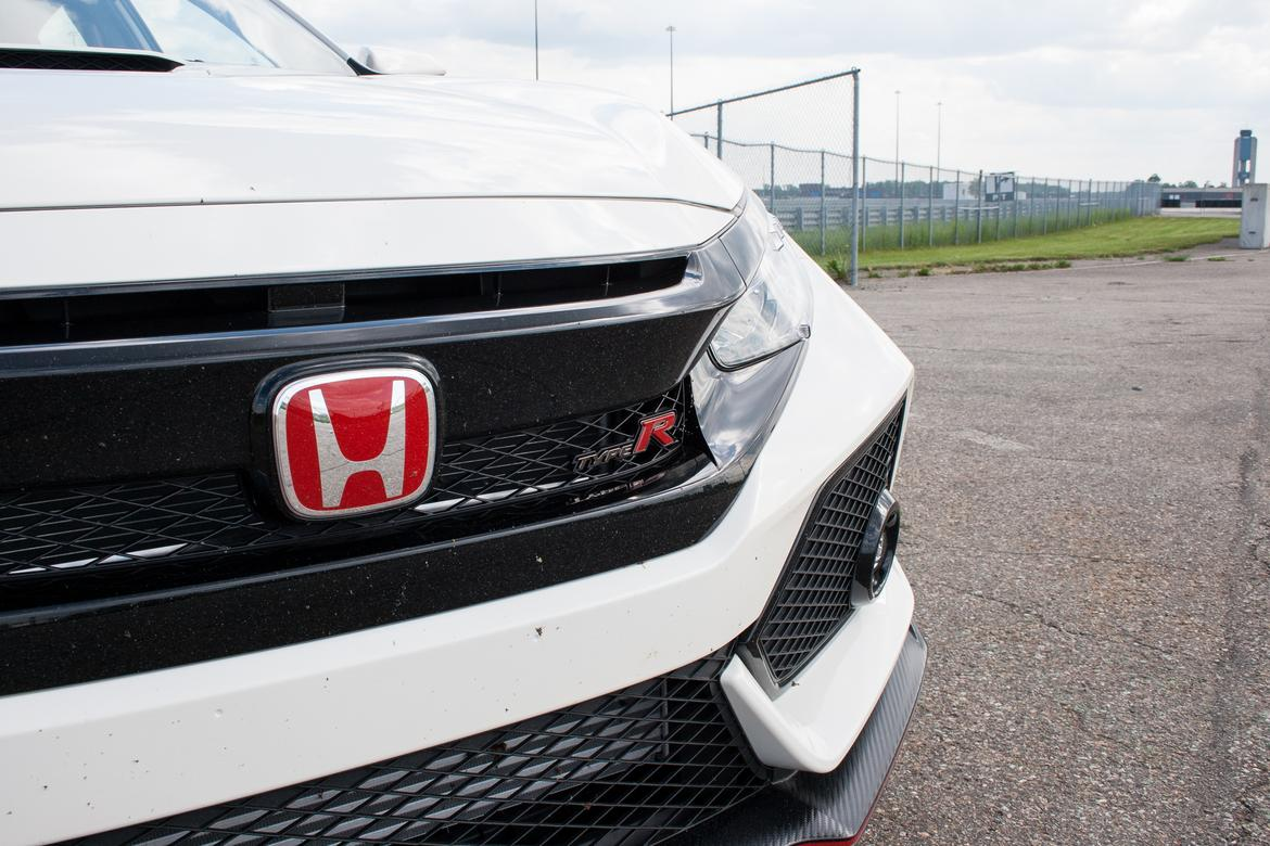 2017 honda civic type r review first drive news. Black Bedroom Furniture Sets. Home Design Ideas