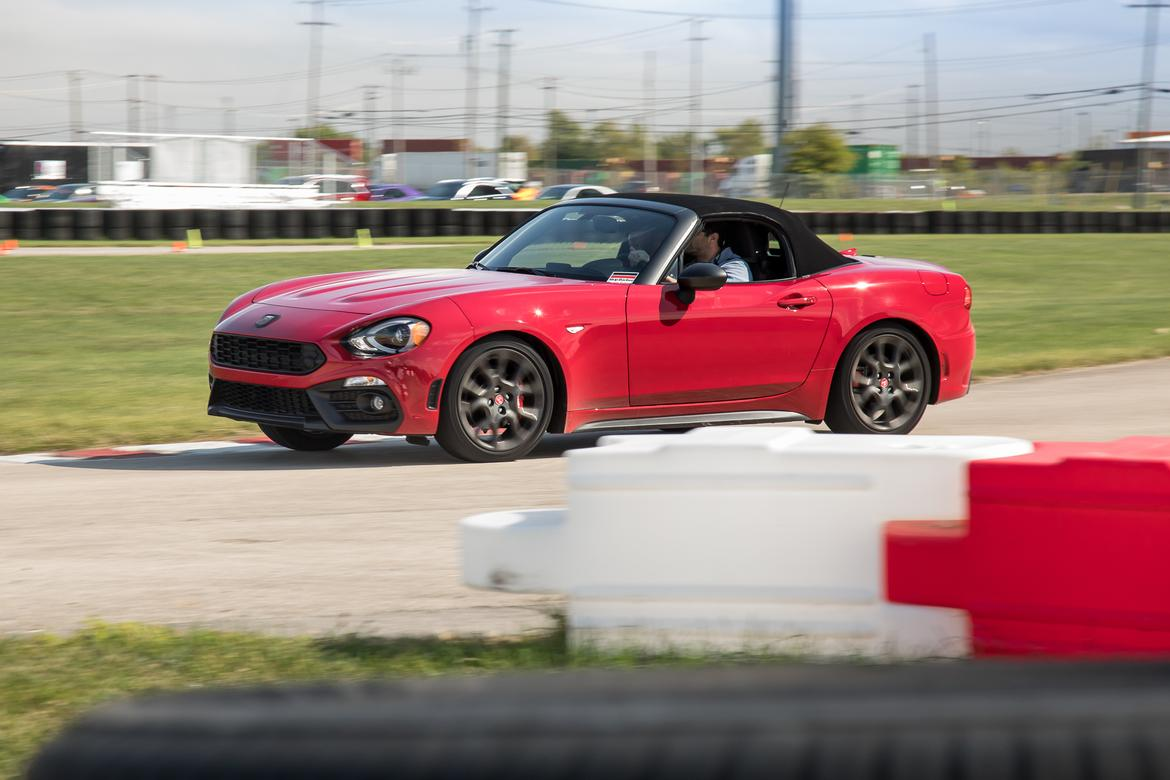17-<a href=https://www.autopartmax.com/used-fiat-engines>fiat</a>-124-spider-2019-angle--dynamic--exterior--front--track.j