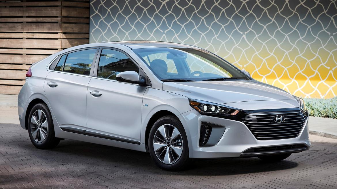 hyundai adds ioniq plug in hybrid with 29 miles of electric range news. Black Bedroom Furniture Sets. Home Design Ideas