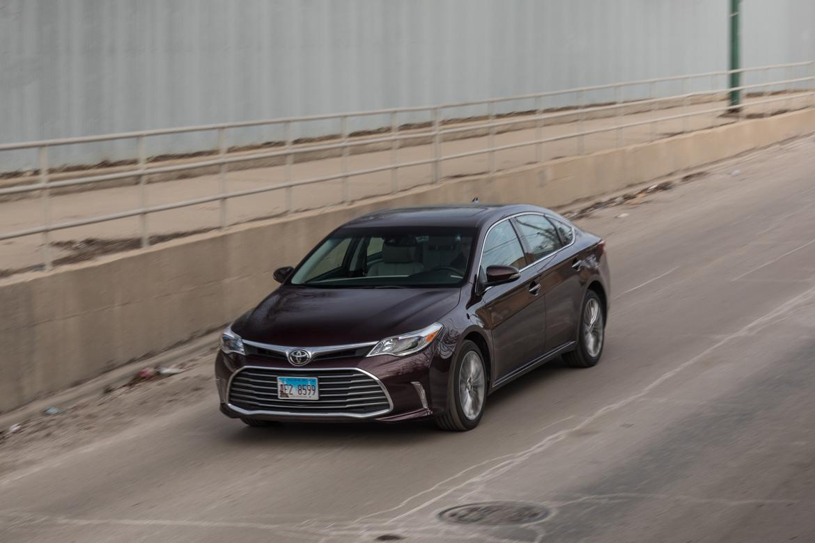 06-toyota-avalon-2018-angle-dynamic-exterior-front-purple.jpg