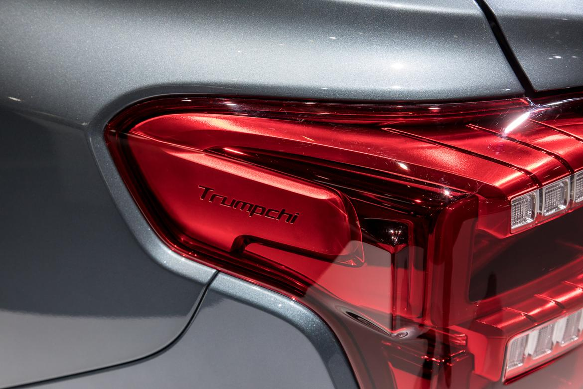 01-naias-2018-autoshow-badge-taillights.jpg