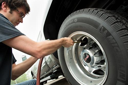 How To Find Free Air For Your Tires News Cars Com