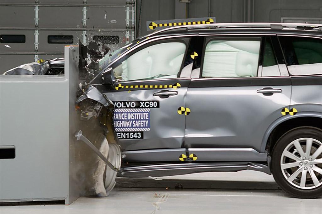 16_Volvo_XC90_Top_Safety_Pick_Plus.jpg