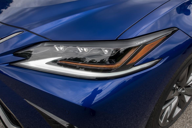 06-<a href=https://www.sharperedgeengines.com/used-lexus-engines>lexus</a>-es-350-f-sport-2019-blue--exterior--headlights.jpg