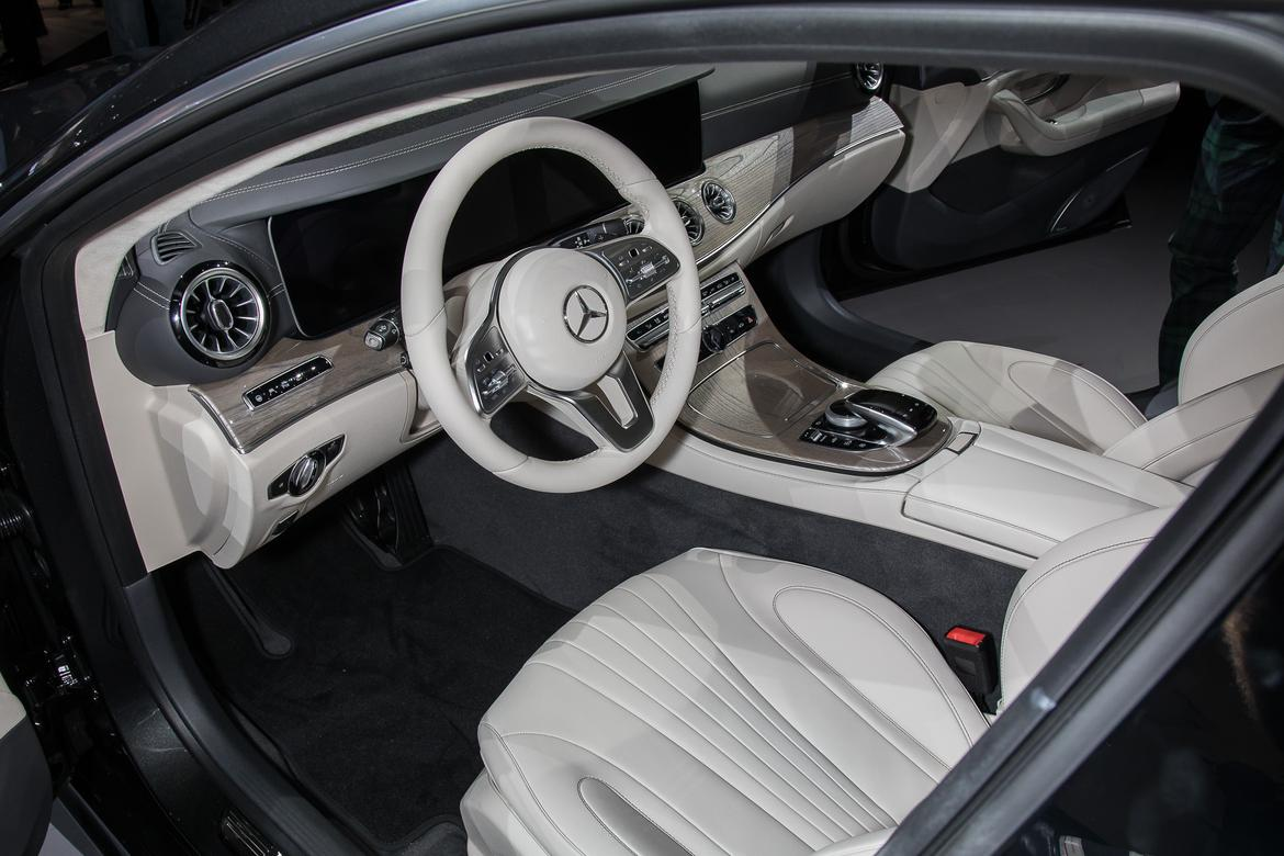 10-<a href=mercedes.php > <a href=mercedes.php > Mercedes </a> </a>-benz-cls-2019-17LAAS--autoshow--front-row--interior-