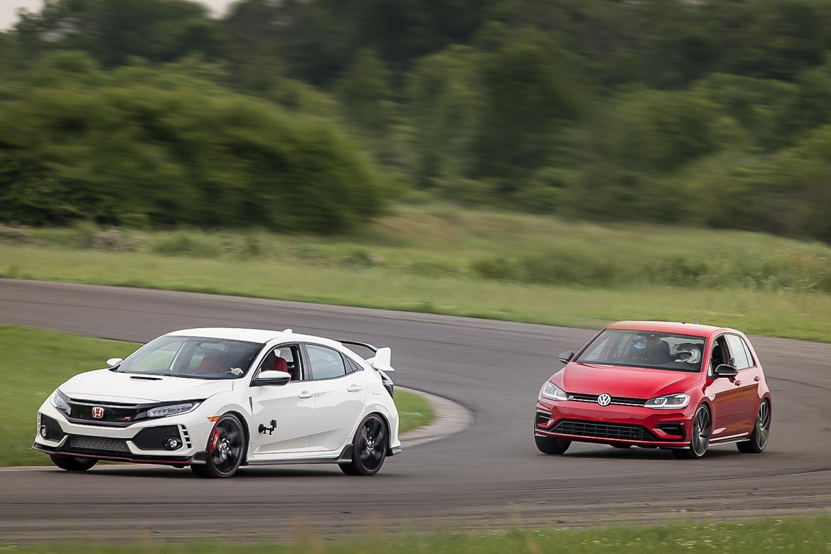 01-honda-civic-type-r-vs-volkswagen-golf-r-2018-angle--dynamic--