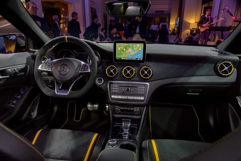 12_18Mercedes-Benz_AMG-GLA45_AS_ES.jpg