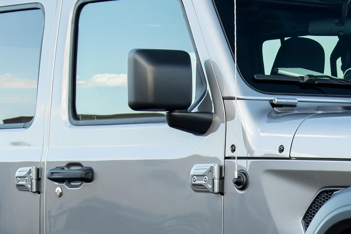 10-jeep-wrangler-2018-exterior-side view mirror-silver.jpg