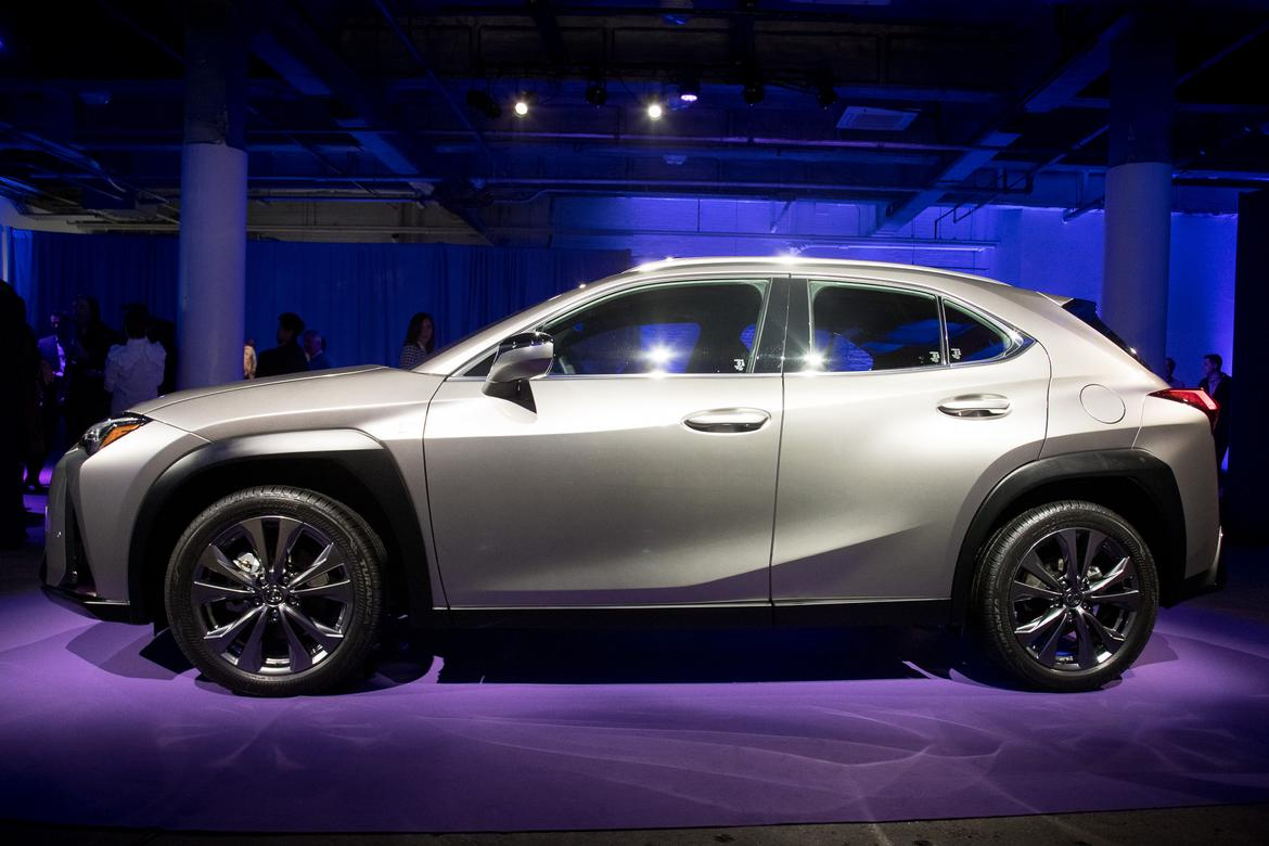 the 2019 lexus ux is a clash of good and bad news. Black Bedroom Furniture Sets. Home Design Ideas